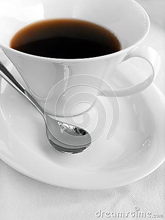 De kop en de lepel van de koffie