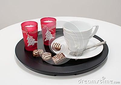 De kop van de thee of van de koffie het dienen voor Kerstmis