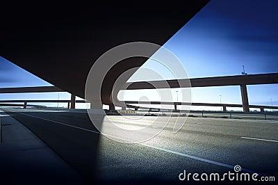 De kruising van de de autosnelwegweg van de weg