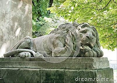 De leeuwbeeldhouwwerk van de slaap