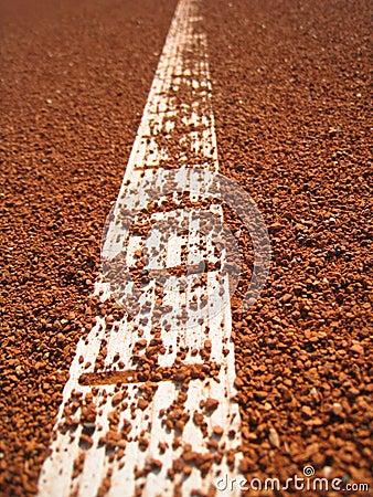 De lijn van de tennisbaan met bal (66)