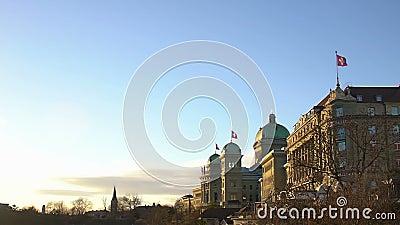 De majestueuze bouw van het Zwitserse nationale parlement en overheid, openbaar beleid stock footage