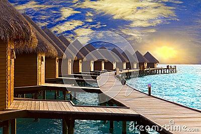 De Maldiven. Villa op stapels op water in de tijd su