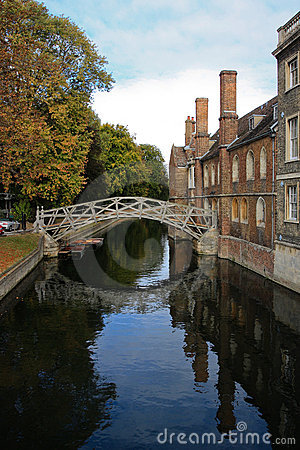 De mathbrug op de Universiteit van Cambridge