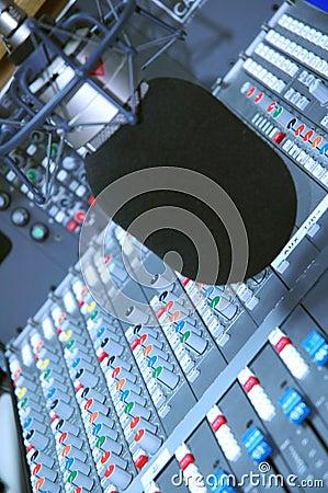 De microfoon van de studio en het uitgeven reeks