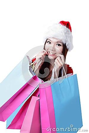 De mooie gelukkige vrouw van Kerstmis neemt het winkelen zak