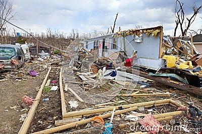 De nasleep van de tornado in Henryville, Indiana