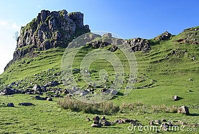 De nauwe vallei van de Fee, Skye