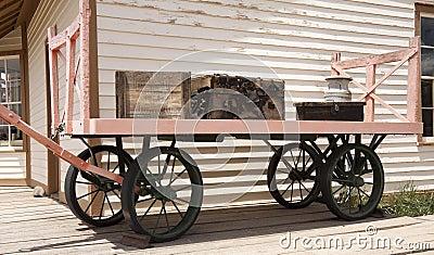 De oude kar van de spoorwegbagage
