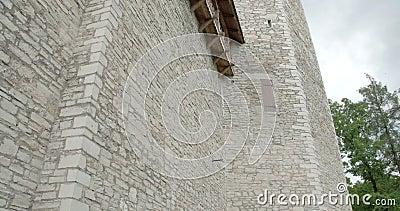 De overblijfselen van een middeleeuws kasteel in Betaald Estland FS700 4K RUWE Odyssee 7Q stock videobeelden