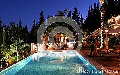 De partij van het diner bij grote Spaanse villa