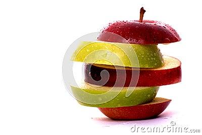 De plakken van de appel in rood en groen