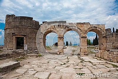 De poort van Domitian in Hierapolis