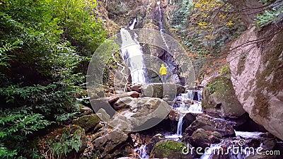 De prachtige waterval van de waterval van Oylat in Turkije stock footage