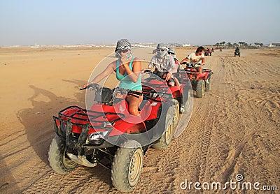 De reis van de vierling in Sinai Redactionele Afbeelding