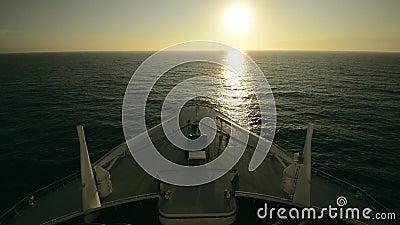De reis van het cruiseschip Voorzijde van het cruiseschip stock videobeelden
