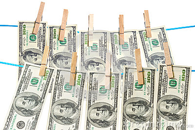 De rekeningen die van de dollar op een kabel drogen