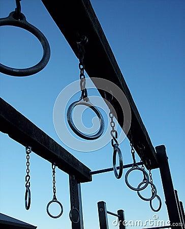 De ringen van de speelplaats