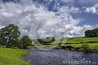 De rivier van het platteland