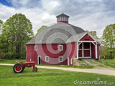 De rode achthoekige schuur van Vermont