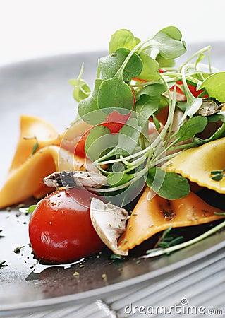 De salade van deegwaren