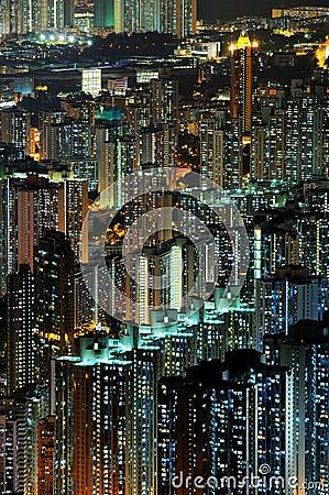 De scènes van de nacht van high-density gebouwen