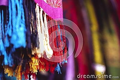 De sjaal van de kleur