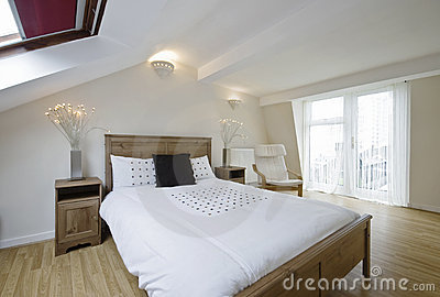 De slaapkamer van de zolder stock foto 39 s beeld 12194613 for Slaapkamer op de zolderfotos