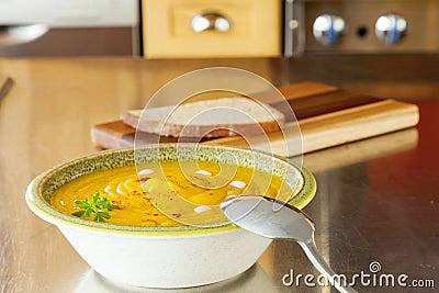 De soep van de pompoen