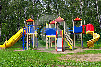 De speelplaats van kinderen in het park