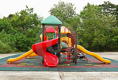 De speelplaats van kleurrijke kinderen