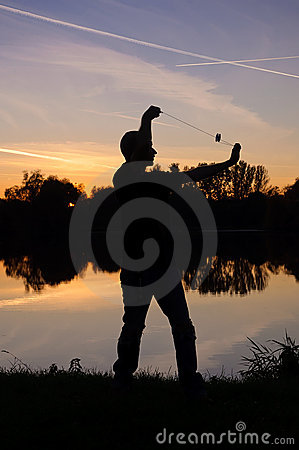 De speler van de jojo door het meer