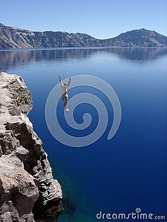 De Sprong van het Meer van de krater