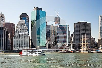 De STAD van NEW YORK, de V.S. - de Koningin van het Peddelwiel van Hartenstoomboot Redactionele Fotografie