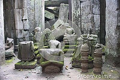 De standbeelden van Boedha