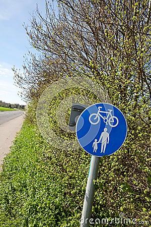 De steeg van de voetganger en van de cyclus