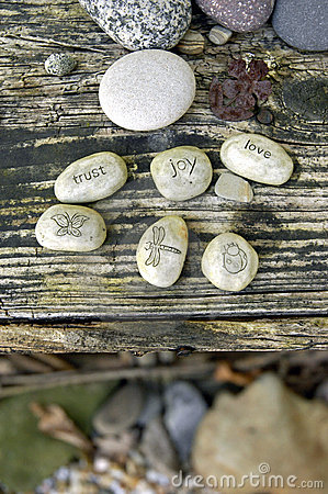 De Stenen van de tuin: LIEFDE, VERTROUWEN, VREUGDE