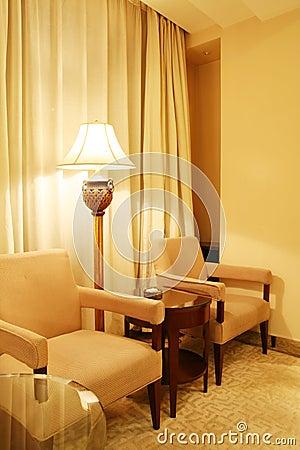 De stoelen van de woonkamer