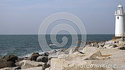De stora stenarna på Koijigahama-stranden lager videofilmer