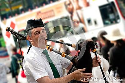 De straatbagpiper van Edinburgh Redactionele Stock Foto