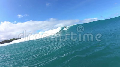 De surfer draait stock video