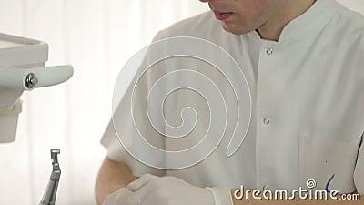 De tandarts Cleaning Dental Tools, Materiaal, Instrumenten, steriliseert stock videobeelden