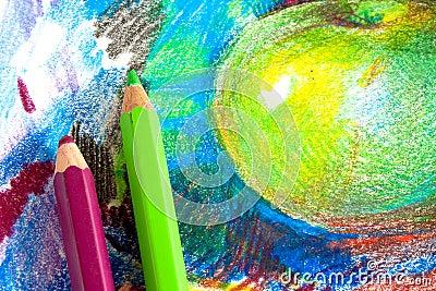 De tekening van het kind door kleurpotloden