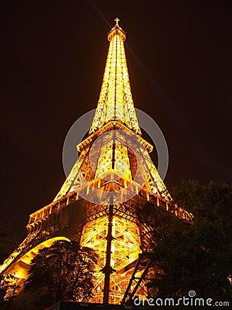 De Toren van Eiffel bij Nacht in Parijs in Frankrijk, Europa Redactionele Fotografie