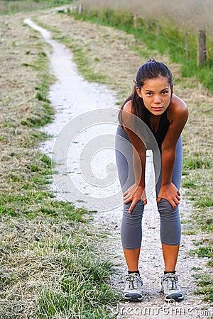 De training van de vrouw buiten
