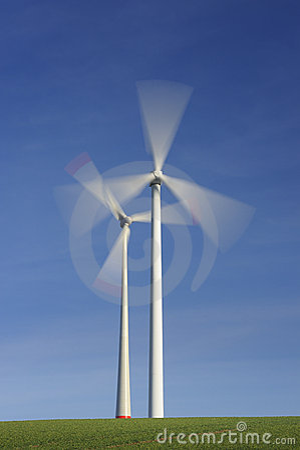 De turbines van de wind in beweging