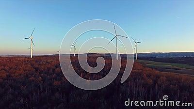 De turbines van de wind, geel gebied stock footage