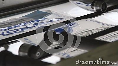 De typografiemachine van de drukpers in het werk stock video