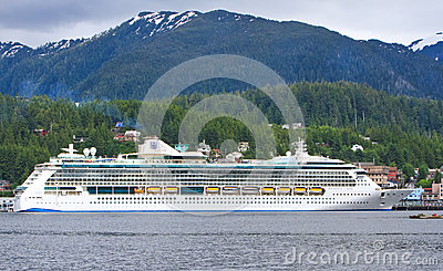 De Uitstraling van Alaska van het Overzees kruist Schip Ketchikan Redactionele Stock Afbeelding