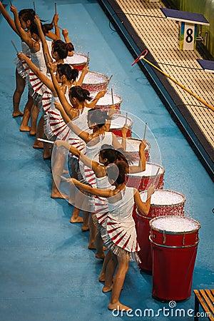 De uitvoerders van de trommel in watercubestadion Redactionele Stock Foto